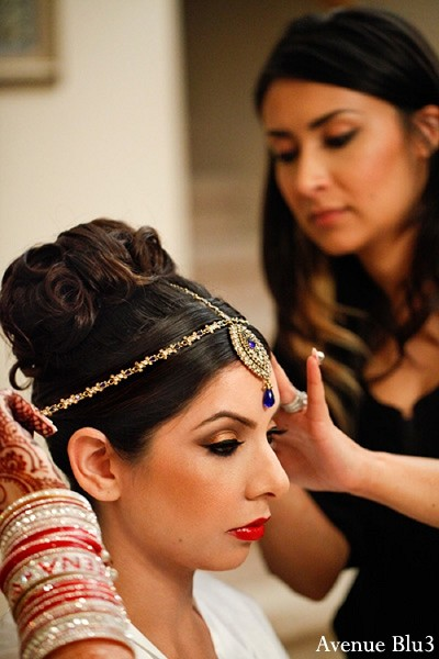Getting Ready in Sacramento, CA Indian Wedding by Avenue Blu3