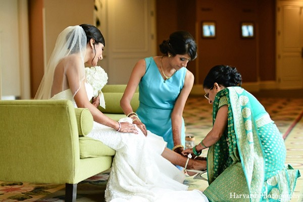 indian wedding dress,indian wedding gowns,indian bride getting ready,indian wedding photography,indian wedding