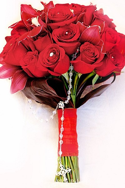 indian bridal bouquet,red rose bouquet,bridal bouquet,indian wedding roses,bouquet for indian wedding,bouquets for indian brides