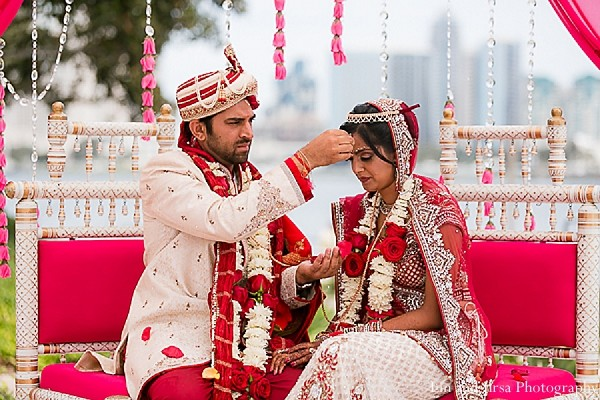 traditional indian wedding,indian wedding traditions,indian wedding traditions and customs,traditional indian wedding dress,traditional hindu wedding,indian wedding tradition,traditional Indian ceremony,traditional hindu ceremony,hindu wedding ceremony,indian bride and groom,indian groom and bride