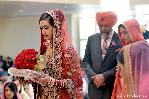 traditional indian wedding,indian wedding traditions,indian wedding traditions and customs,traditional indian wedding dress,indian wedding tradition,traditional sikh wedding,sikh wedding,sikh ceremony,sikh wedding ceremony,traditional sikh wedding ceremony,indian bride,Sikh bride