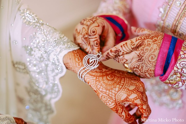 Getting ready in Dallas, TX Indian Wedding by Martina Micko Photo