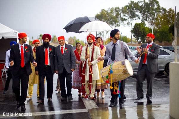 indian wedding baraat,indian groom baraat,indian groom,traditional indian wedding,indian wedding traditions,indian wedding customs,traditional indian wedding dress,indian weddings
