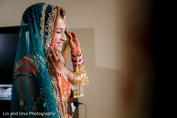 portrait of indian bride,indian bridal portraits,indian bridal portrait,indian bridal fashions,indian bride,indian bride photography,wedding lengha,bridal lengha,lengha,indian wedding lenghas,wedding lenghas,bridal lehenga,dupatta,indian dupatta,indian wedding dupatta