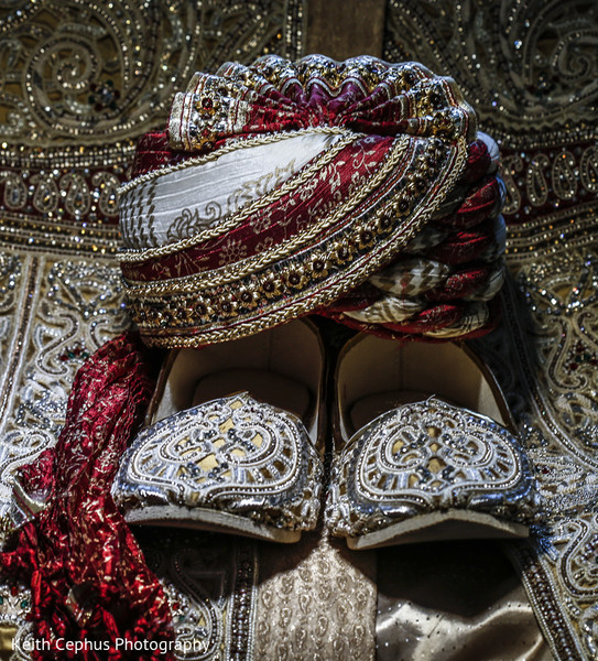 indian weddings,indian wedding clothes,indian groom,indian groom clothing,indian groom fashion,indian wedding fashions,pagri,khusse,khussa