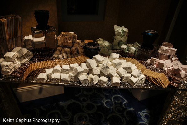 s'mores,s'more,s'more table,marshmallows,indian wedding treats,indian weddings,indian wedding dessert