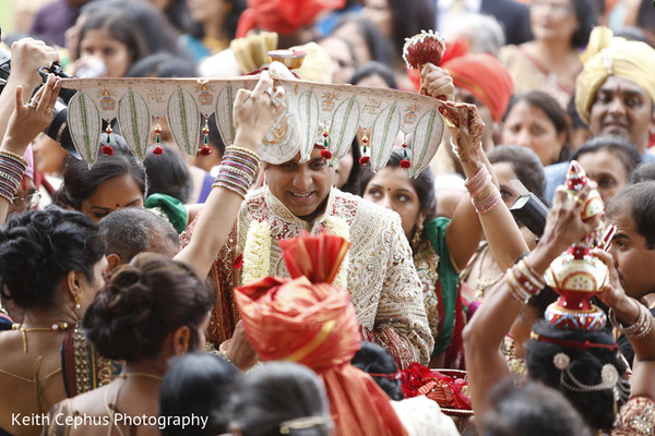 indian wedding baraat,indian groom baraat,indian groom,traditional indian wedding,indian wedding traditions,indian wedding customs,indian bridegroom