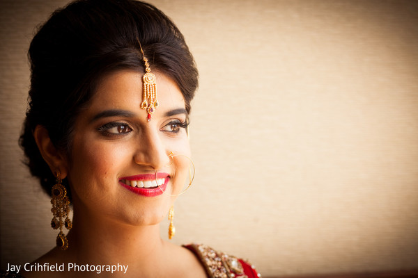 indian bride makeup,indian wedding makeup,indian bridal makeup,indian makeup,bridal makeup indian bride,bridal makeup for indian bride,indian bridal hair and makeup,indian bridal hair makeup,red lip,red lipstick,tikkah,tikka,bridal tikka,bridal tikkah,up-do