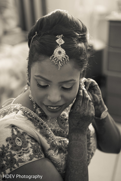 Getting ready in Auckland, New Zealand Indian Wedding by HDEV Photography
