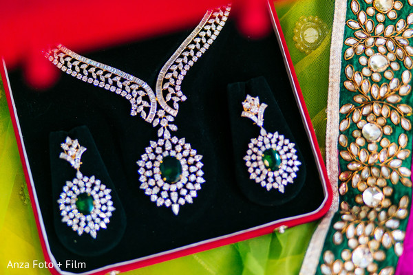 emerald,emerald jewelry,indian bride jewelry,indian wedding jewelry,indian bridal jewelry,indian jewelry,indian wedding jewelry for brides,indian bridal jewelry sets,bridal indian jewelry,indian wedding jewelry sets for brides,indian wedding jewelry sets,wedding jewelry indian bride