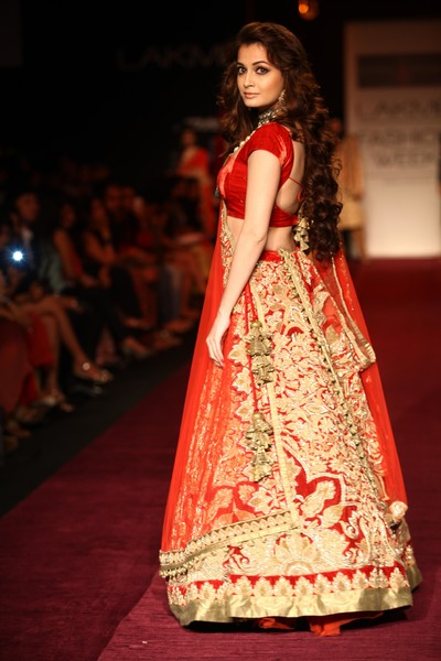 indian wedding dress,indian weddings,indian wedding clothes,indian bridal clothing,indian wedding outfits,indian wedding wear,indian wedding lengha,indian bridal lengha,red and gold lengha,red and gold lehenga,indian wedding lehenga