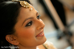 indian bride makeup,indian wedding makeup,indian bridal hair and makeup,indian bride,indian bride getting ready,portraits of indian wedding,indian weddings