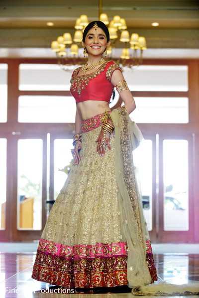 red wedding lengha,red lengha,red bridal lengha,red bridal lehenga,traditional wedding lengha,traditional bridal lengha,red wedding lehenga,portrait of indian bride,indian bridal portraits,indian bridal portrait,indian bridal fashions,indian bride,indian bride photography,Indian bride photo shoot,photos of indian bride,portraits of indian bride,bridal fashions,indian bridal jewelry