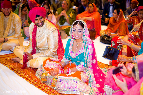 traditional indian wedding,indian wedding traditions,indian wedding traditions and customs,indian wedding tradition,traditional sikh wedding,sikh wedding,sikh ceremony,sikh wedding ceremony,traditional sikh wedding ceremony,Punjabi wedding,Punjabi wedding ceremony,indian bride and groom,photos of brides and grooms,images of brides and grooms