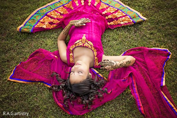 indian wedding celebration,indian wedding traditions,indian pre-wedding celebrations,indian pre-wedding festivities,indian wedding festivities,indian wedding mehndi party,indian weddings,portraits of indian wedding,indian bride,indian bridal fashions,indian bride photography,indian wedding photo