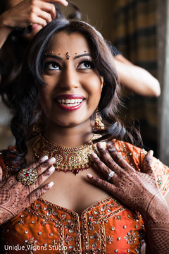 An Indian bride gets ready for her Hindu wedding ceremony!