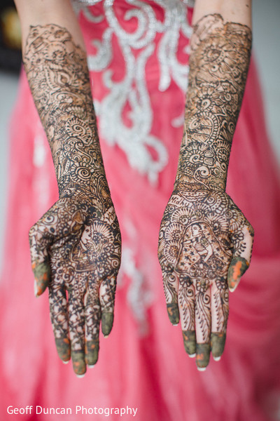 bridal mehndi,bridal henna,henna,mehndi,mehndi for Indian bride,henna for Indian bride,mehndi artist,henna artist,mehndi designs,henna designs,mehndi design,pre-wedding ceremonies,pre-wedding traditions,pre-wedding customs,pre-wedding indian celebrations