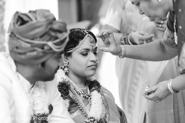 traditional indian wedding,indian wedding traditions,indian wedding customs,south indian ceremony,south indian wedding ceremony,south indian wedding,black and white