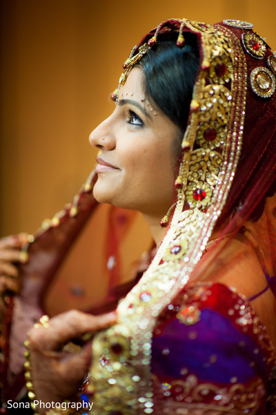 indian bridal portraits,indian bridal portrait,indian bridal fashions,indian bride,indian bride photography,Indian bride photo shoot,photos of indian bride,portraits of indian bride,dupatta,indian bridal dupatta