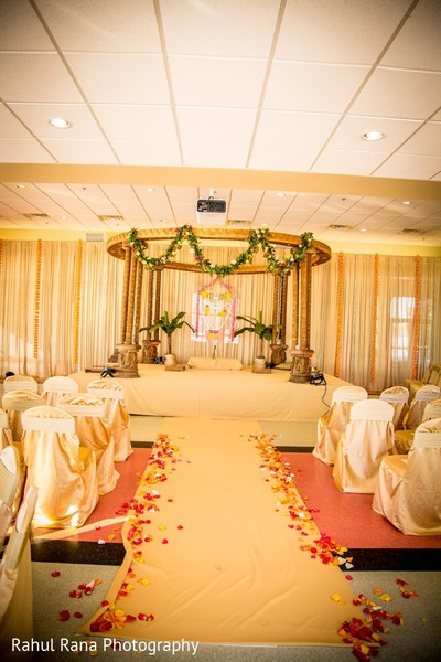 Mandap in Aurora, IL Indian Wedding by Rahul Rana Photography