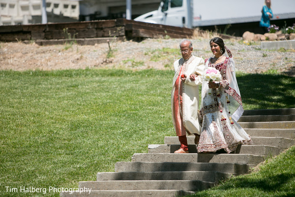 indian bride,indian wedding photo,images of brides,traditional indian wedding,indian wedding traditions,indian wedding customs,indian weddings,outdoor indian wedding,indian wedding ceremony
