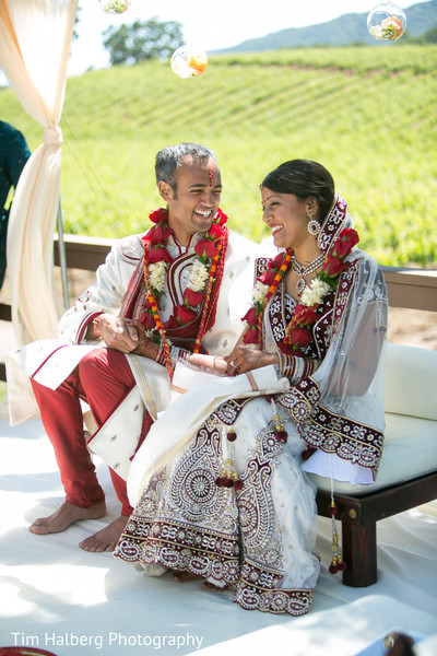 indian bride,images of brides and grooms,traditional indian wedding,indian wedding traditions,indian wedding customs,indian weddings,outdoor indian wedding,indian wedding ceremony