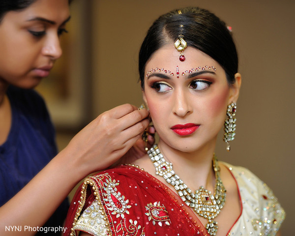 Getting Ready in Somerset, NJ Indian Wedding by NYNJ Photography