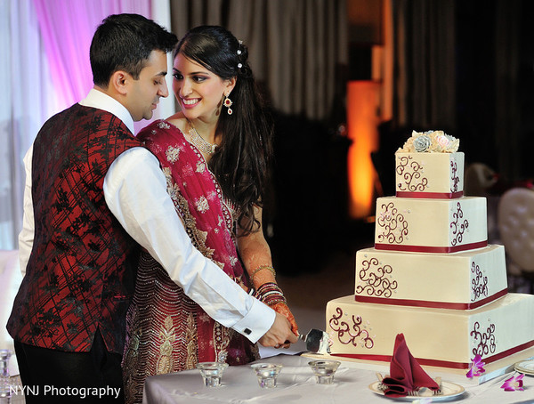 Reception photography,Indian bride and groom reception,Indian reception pictures,Indian reception photography,Indian bride and groom reception photography,reception photos,cake cutting