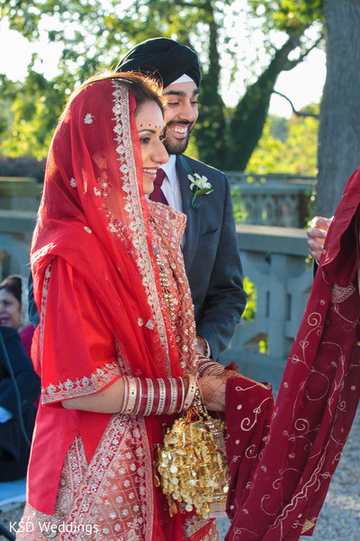 traditional indian wedding,indian wedding traditions,indian wedding traditions and customs,indian wedding tradition,traditional sikh wedding,sikh wedding,sikh ceremony,sikh wedding ceremony,traditional sikh wedding ceremony,Punjabi wedding,Punjabi wedding ceremony,outdoor ceremony,traditional outdoor ceremony,indian bride,sikh bride,image of indian bride