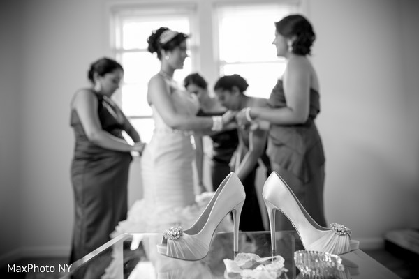 Getting Ready in Woodbury, NY Indian Wedding by MaxPhoto NY