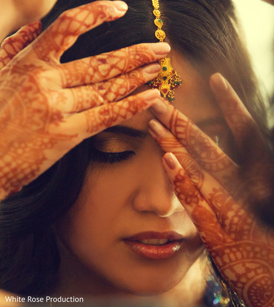 indian bride,indian bride getting ready,portraits of indian wedding,indian weddings,gold indian wedding jewelry,indian bridal jewelry
