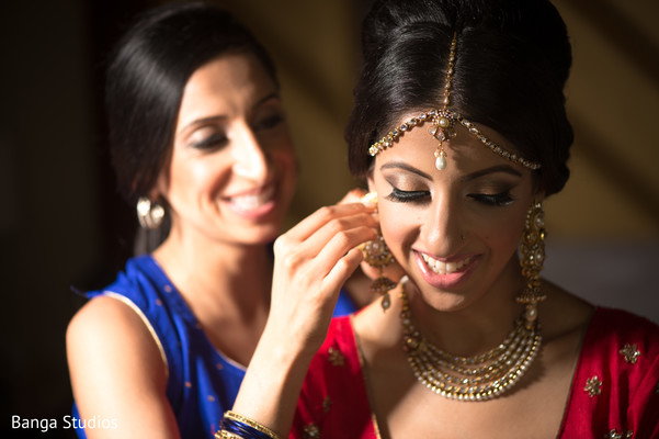 indian bridal fashions,indian wedding details,indian wedding jewelry,gold indian wedding jewelry