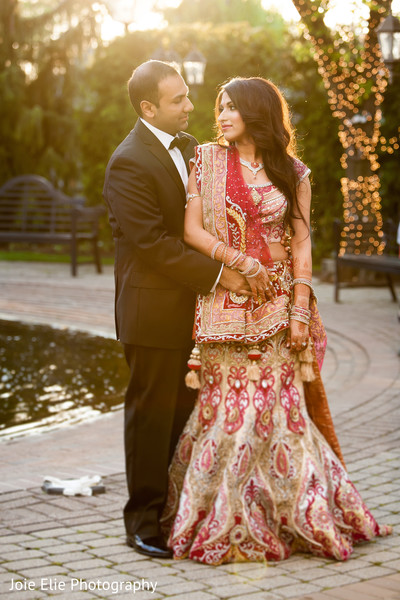 outdoor indian wedding portraits,indian bride and groom outdoor photo shoot,indian outdoor photo shoot,outdoor indian wedding photo shoot,indian wedding outdoor photo shoot
