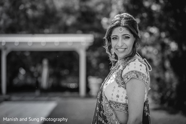 portraits of indian wedding,indian bride,indian bridal fashions,indian bride photography,indian bride photo shoot,indian wedding photo,black and white,black and white photo,black and white photos,black and white photography