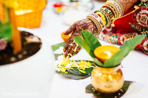 traditional Indian wedding,Indian wedding traditions,Indian wedding traditions and customs,traditional Hindu wedding,Indian wedding tradition,traditional Indian ceremony,traditional Hindu ceremony,Hindu wedding ceremony,bridal mehndi,bridal henna,henna,mehndi,mehndi for Indian bride,henna for Indian bride,mehndi artist,henna artist,mehndi designs,henna designs,mehndi design
