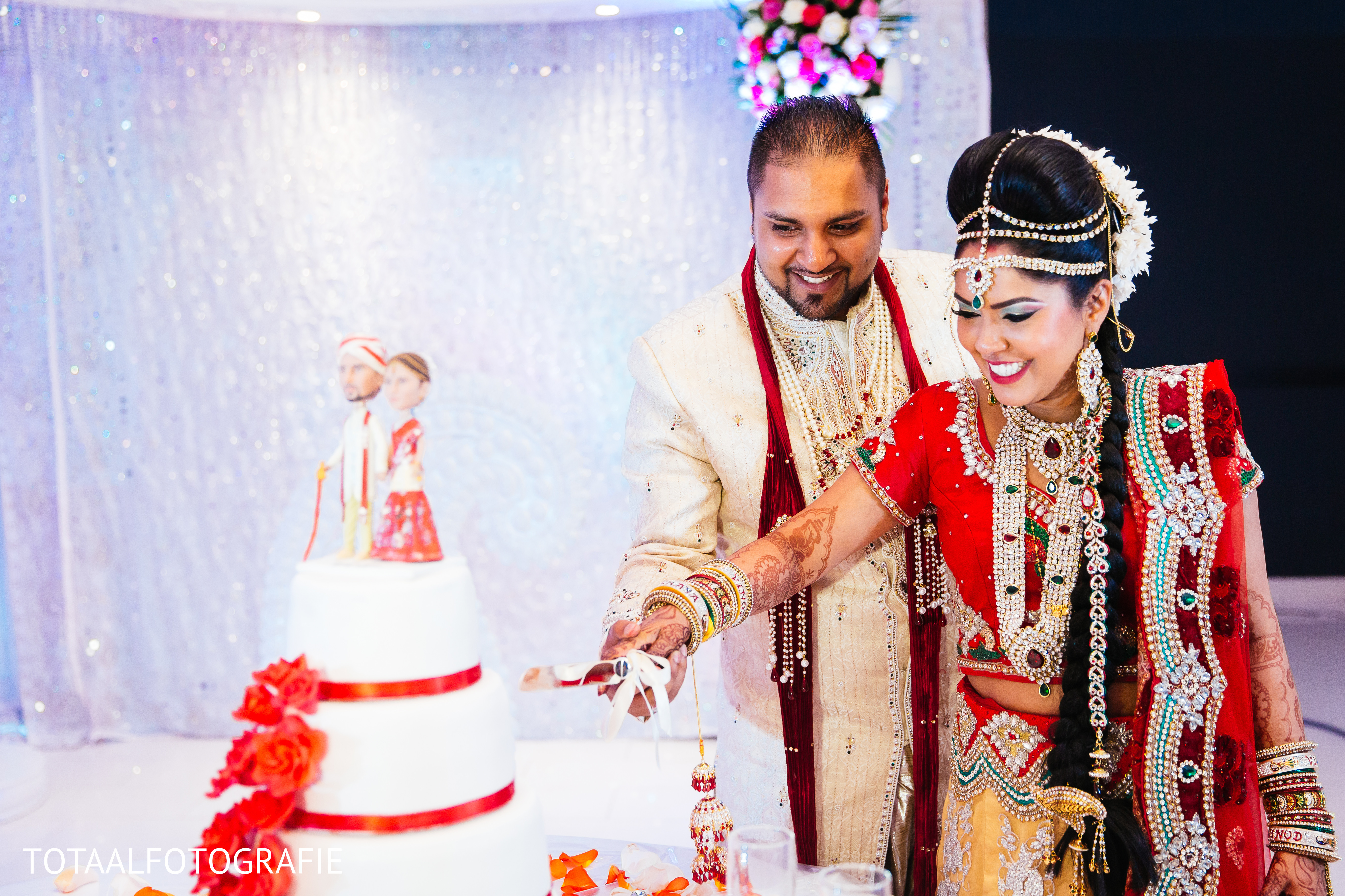 wedding cakes picture cake cutting in utrecht netherlands indian wedding by 25268