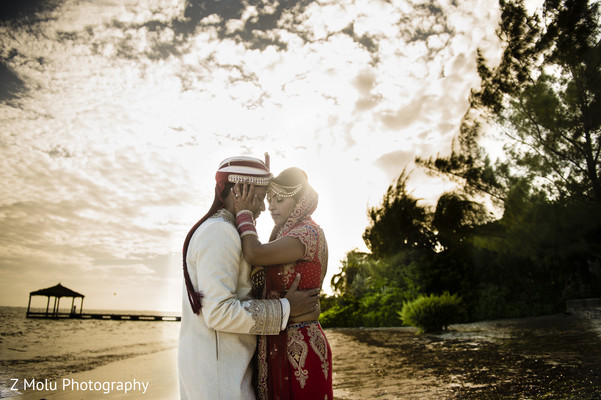outdoor wedding portraits,outdoor Indian wedding portraits,outdoor wedding portrait ideas,Indian bride and groom outdoor photo shoot,Indian outdoor photo shoot,outdoor Indian wedding photo shoot,Indian wedding outdoor photo shoot""