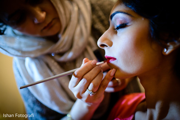 Getting ready in Whipping, NJ Indian Wedding by Ishan Fotografi