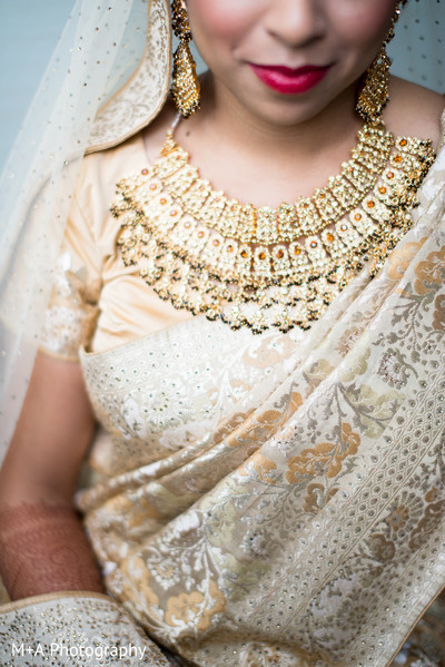 portraits of indian wedding,indian bride,indian bridal fashions,indian bride photography,indian bride photo shoot