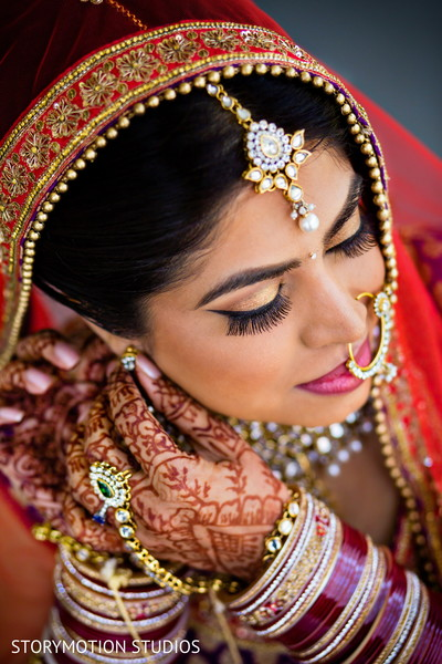 Getting ready in Potomac, MD Sikh Wedding by StoryMotion Studios