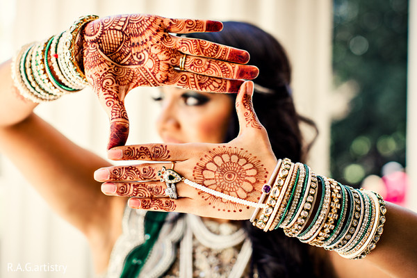bride getting ready,Indian bride getting ready,getting ready images,getting ready photography,getting ready,mehndi