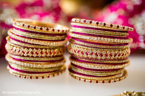 indian bride getting ready,indian wedding bangles