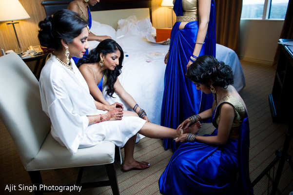 Getting Ready in Mahwah, NJ Indian Wedding by Ajit Singh Photography