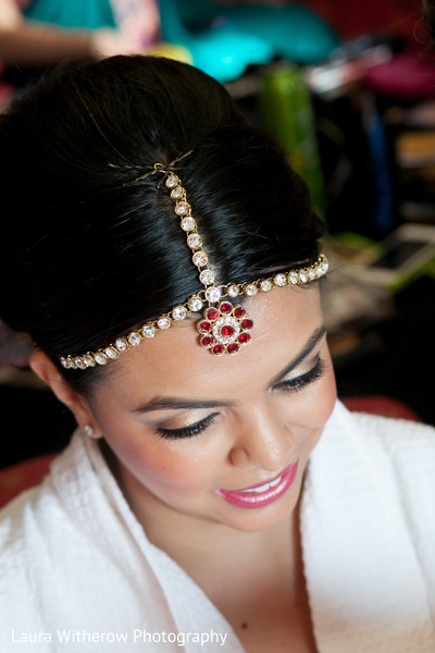 Getting Ready in Chicago, IL Indian Fusion Wedding by Laura Witherow Photography
