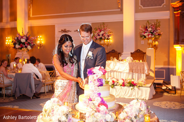 indian wedding cakes,cutting the cake,indian wedding photography,indian bride and groom reception,indian reception pictures,indian bride and groom reception photography,indian wedding reception photos,indian wedding reception,indian wedding reception pictures