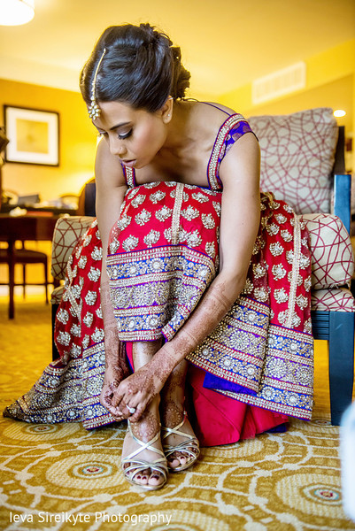 Getting Ready in Park Ridge, NJ Indian Wedding by Ieva Sireikyte Photography