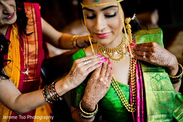 Getting Ready in Seattle, WA Indian Wedding by Jerome Tso Photography