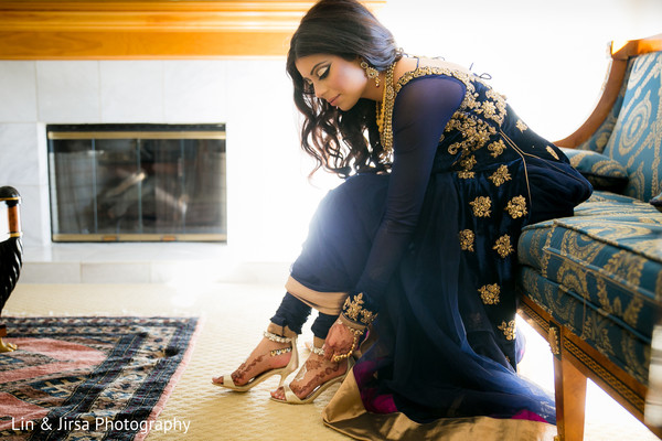 bride getting ready,Indian bride getting ready,getting ready images,getting ready photography,getting ready,pakistani bride