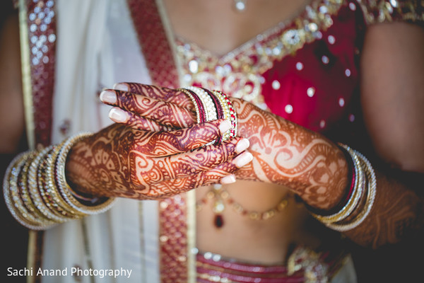 Getting Ready in Chicago, IL Indian Wedding by Sachi Anand Photography