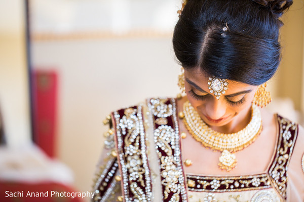 Getting Ready in Springfield, VA Indian Wedding by Sachi Anand Photography